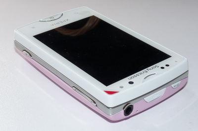 Xperia mini pro Whiteに付属したピンクカバーを装着